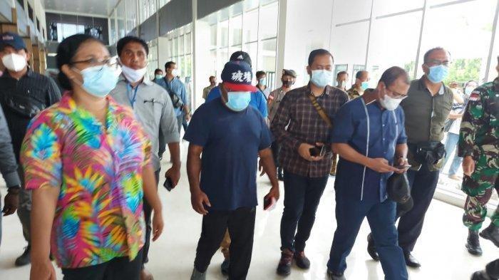 Masuk Papua Nugini Gubernur Papua Lukas Enembe Naik Ojek Lewati Jalan Tikus, Akhirnya Dipulangkan