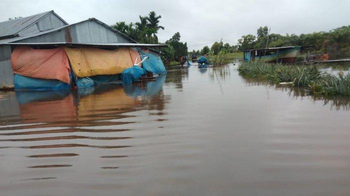 Hujan Beruntun Selama Tiga Hari, Beberapa Gudang Penyimpanan Beras Di Desa Simpang Datuk Terendam