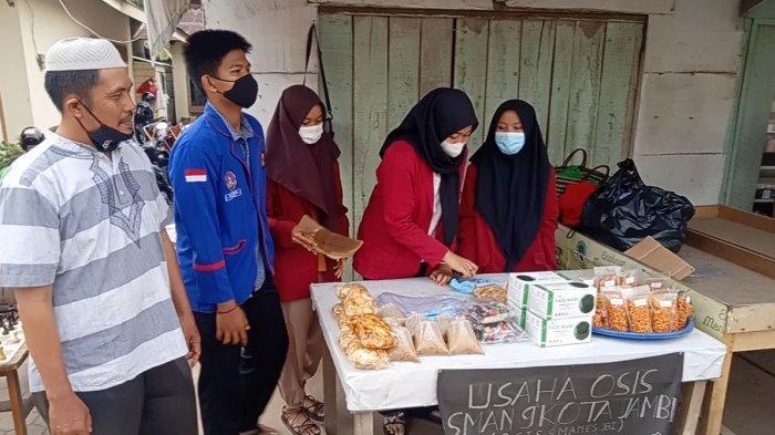 Mengisi Waktu Luang dan Cari Uang Ala OSIS SMAN 9 Jambi Selama Bulan Ramadhan