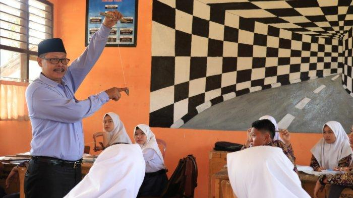 Kisah Inspiratif: Guru di Tebo Didorong Ciptakan Media Pembelajaran Sendiri