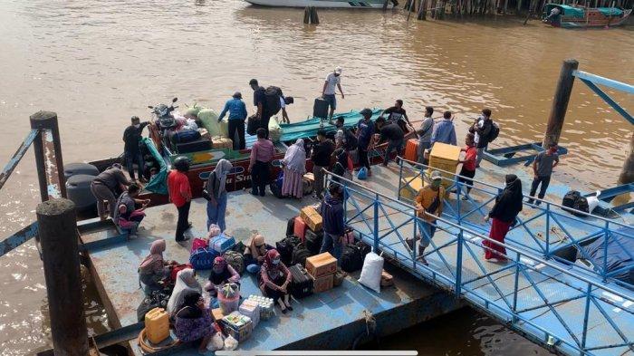 H-1 Larangan Mudik Pelabuhan LLASDP Kuala Tungkal Masih Dipadati Penumpang