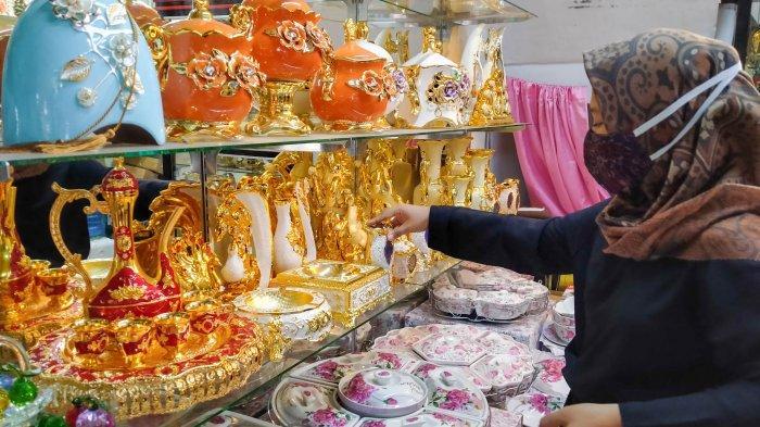 Surga Wisata Belanja Keramik Pasar Sitimang Jambi, Barang Impor Turki dan Tiongkok Sejak 1970