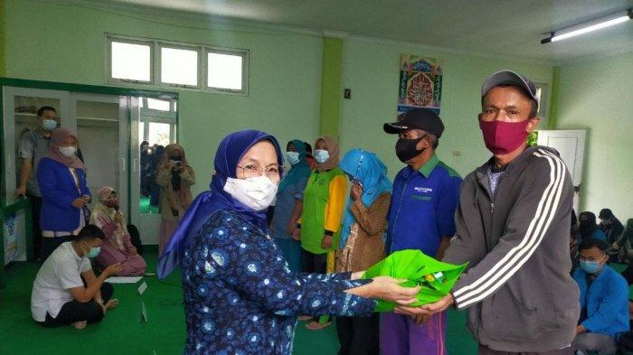 Ramadhan Berbagi Ala Fakultas Adab dan Humaniora UIN Sultan Thaha Saifuddin Jambi