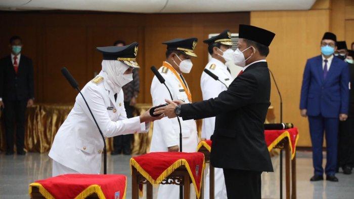 Dr Hari Nur Cahya Murni, M.Si dilantik oleh Menteri Dalam Negeri Republik Indonesia, Tito Karnavian, sebagai Penjabat (Pj) Gubernur Jambi pada Kamis, (18/2/2021) di Kantor Kementerian Dalam Negeri