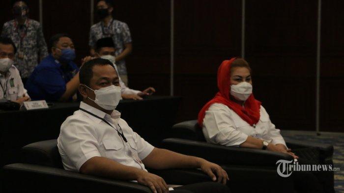 Pasangan bakal calon wali kota dan wakil wali kota Semarang, Hendrar Prihadi dan Hevearita Gunaryanti Rahayu (Hendi-Ita) resmi mendaftar ke Komisi Pemilihan Umum Kota Semarang, Jumat (4/9/20).