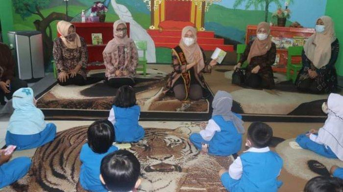 Jelang Hari Anak Nasional, Hesnidar Al Haris Dorong Minat Baca Pada Anak