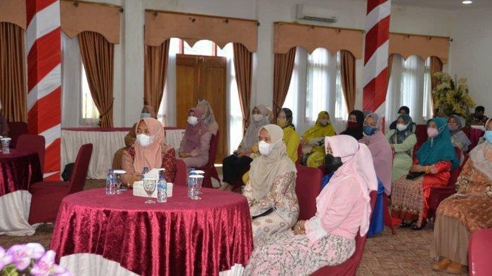 Hj Hesnidar bersilaturrahmi sekaligus perpisahan bersama istri Kepala OPD, istri Camat dan istri Kepala Desa di Kabupaten Merangin, bertempat di ruang Aula Rumah Dinas Bupati Merangin