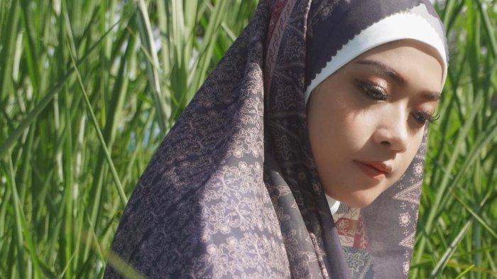 Gunakan Teknik Batik Tulis Tangan Digital, Hijab Motif Batik Azmiah X Midaa Scraf Kualitas Tinggi