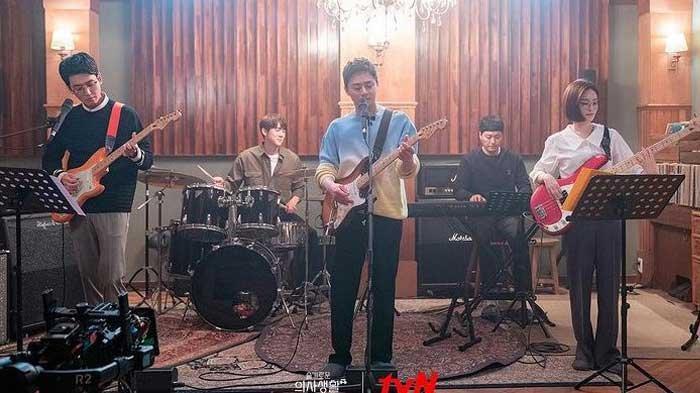Link Nonton Hospital Playlist 2 Sub Indo Episode 7: Rasa Kesepian Jun Wan Setelah Putus