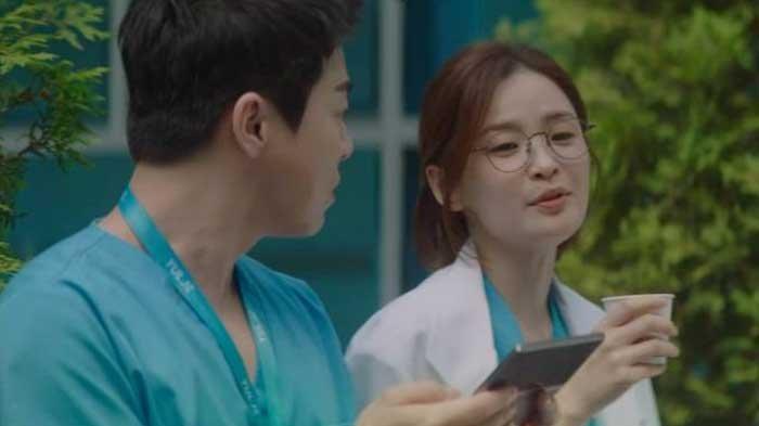 Preview Hospital Playlist 2 Episode 7: Ik Jun dan Song Hwa Akan Kemah Bersama