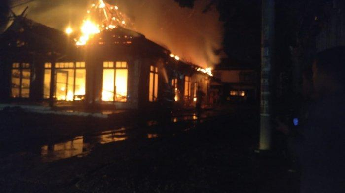 Pengunjung dan Tamu-tamu Hotel Marisa Berhamburan Menyelamatkan Diri