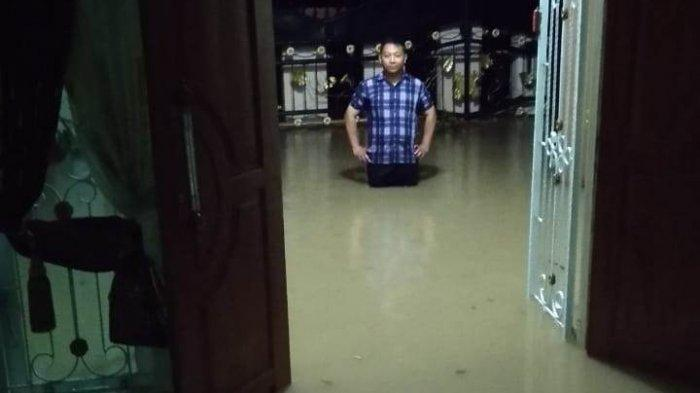 Banjir Rendam Rumah Warga Hingga Sepinggang Orang Dewasa