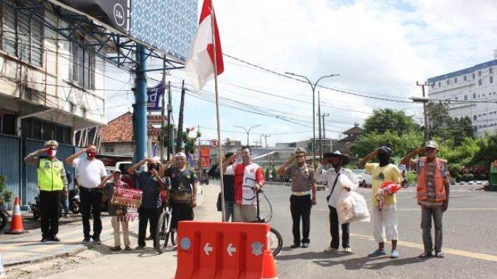 Polisi di Jambi dan Pengendara Nyanyikan Indonesia Raya di Perempatan, Sampai Meneteskan Air Mata