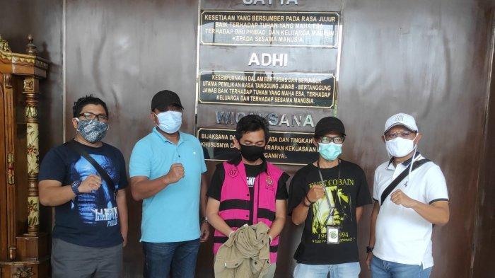 Ibnu Ziadi ditangkap tim gabungan Kejati Jambi, Kejari Sungai Penuh dan Kejari Jambi, November 2020.