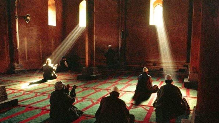 Bolehkah Pasangan Suami Istri Itikaf di Masjid Pada 10 Hari Terakhir Ramadhan?  Ini Penjelasannya
