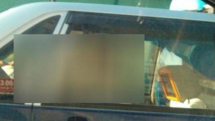 Baju Oknum PNS di Aceh dan Istri Orang Awut-awutan, Tertangkap Basah Goyang di Mobil Avanza