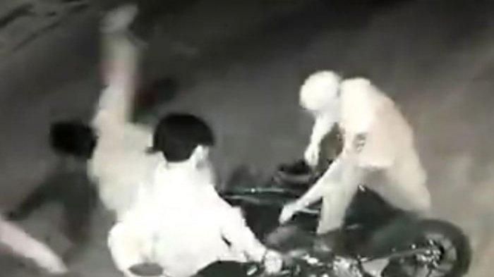 BREAKING NEWS Curanmor Terekam CCTV Hanya 10 Detik Motor Pemilik Cafe di Kota Jambi Ini Lenyap
