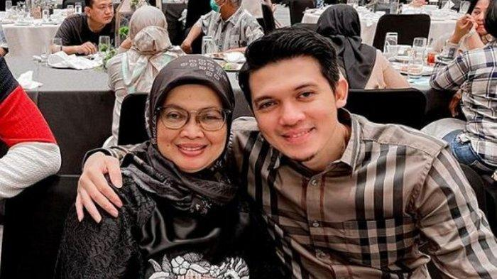 Ungkapan Kesedihan Irwansyah Saat Ibunya Meninggal Dunia: Kehilangan Idolaku
