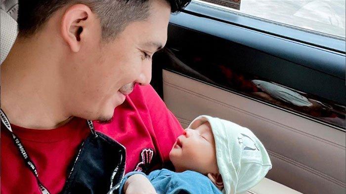 Ungkapan Hati Irwansyah Saat Jadi Ayah: Masih Ga Nyangka Walau Tidur 2 Jam