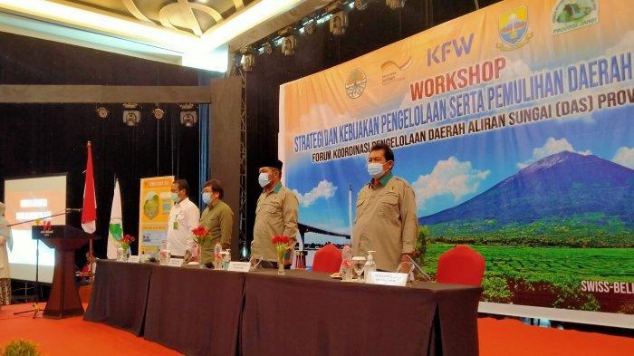 Forum Koordinasi Pengelolaan Daerah Aliran Sungai Provinsi Jambi mengadakan workshop pengelolaan Daerah Aliran Sungai (DAS) pada Rabu (11/11/2020). Kegiatan ini membahas tentang