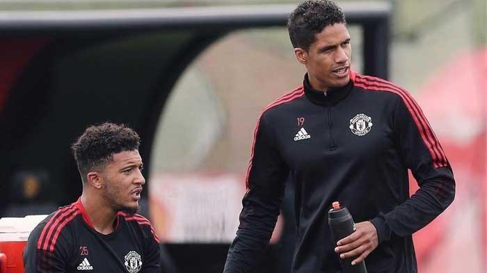 Jadon Sancho dan Raphael Varane dalam latihan bersama Man United