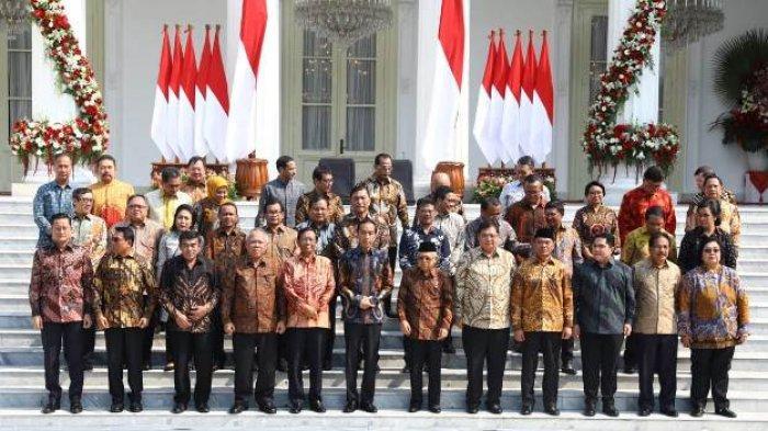 Presiden Joko Widodo didampingi Wakil Presiden Ma'ruf Amin mengenalkan Kabinet Indonesia Maju di Halaman Istana Merdeka, Jakarta, Rabu (23/10/2019).