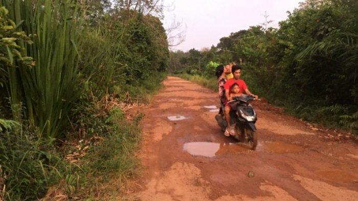 Ruas Jalan Desa Ampelu Bakal Diperbaiki, Dinas PUPR Batanghari Rencanakan Pelaksanaannya Tahun ini