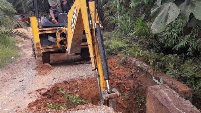 Jalan Desa Suak Putat-Tanjung Lanjut Muarojambi yang Sempat Putus Sudah Diperbaiki