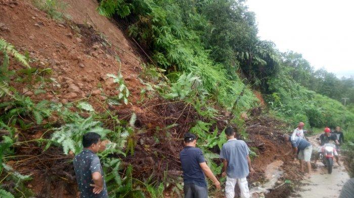 Hujan Deras Akibatkan Longsor, Jalan Lintas Sarolangun-Batang Asai Putus 5 Jam