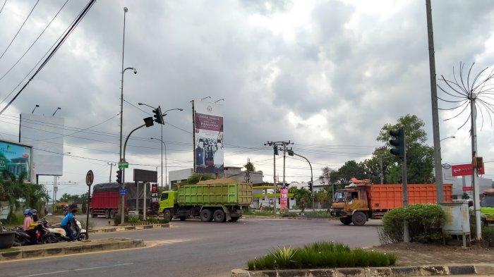 Truk Mendominasi Jalan Lintas Sumatera