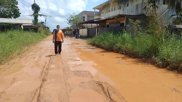 Dewan Minta Bupati Muarojambi Lihat Jalan di Mendalo Indah yang Rusak Parah
