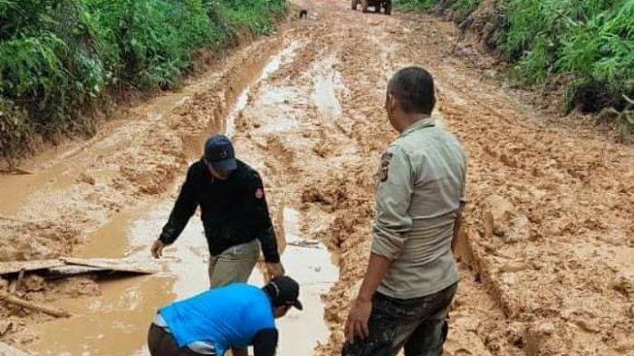 Jalan ke Spintun Kecamatan Pauh Rusak Parah, Warga: Kami Susah Nian Nak Belanjo