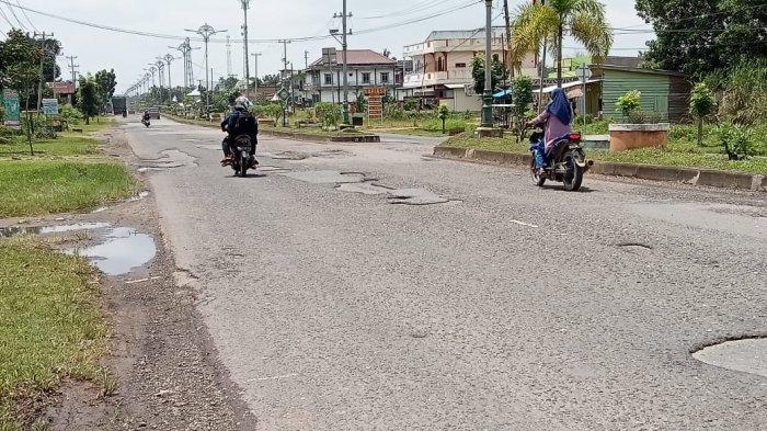 Jalan Pusat Kota Tebo Penuh Lubang, Kerap Terjadi Kecelakaan Hingga Mengancam Nyawa Pengendara
