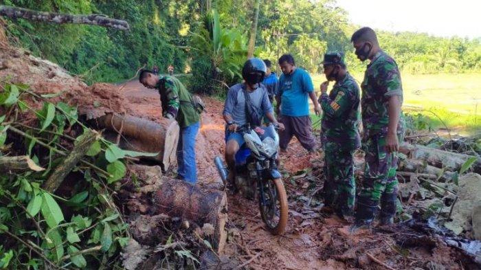 Hujan deras sebabkan akses jalan menuju Kecamatan Bathin III Ulu dari Kota Muara Bungo terputus. Warga dan dibantu anggota TNI memotong kayu dan membersihkan ajalan agar  akses jalan bisa dilewati lagi