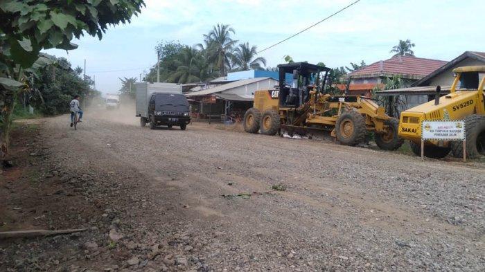 Pemkab Gelontorkan Dana Sebesar Rp 1,7 Miliar Untuk Perbaiki Jalan di Kelurahan Muara Sabak Ulu