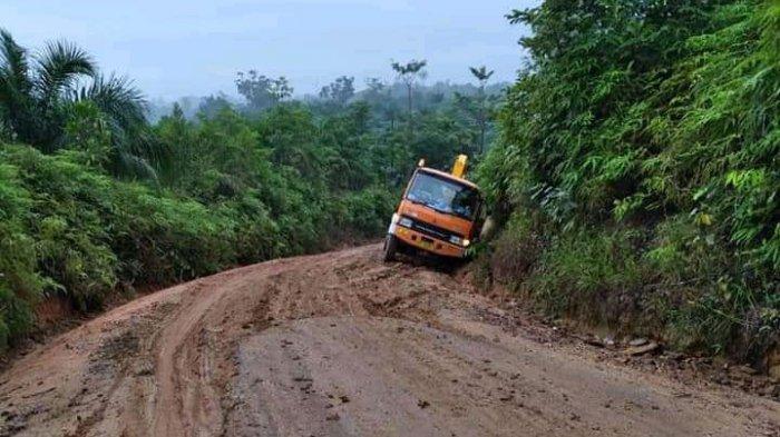 Masyarakat berharapMuhammad Fadhil Arief dan Bakhtiar segera mengakomodir infrastruktur jalan di daerah eks transmigrasi Kecamatan Mersam.