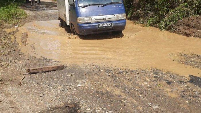 Memprihatinkan, Rusak Parah Jalan Penghubung Dusun Pulau Batu dan Dusun Lubuk Tenam di Bungo