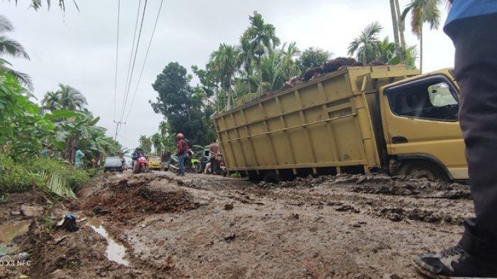 Banyak Jalan Rusak, Perbaikan Jalan Kabupaten di Kabupaten Tanjab Timur Dilakukan Secara Bertahap