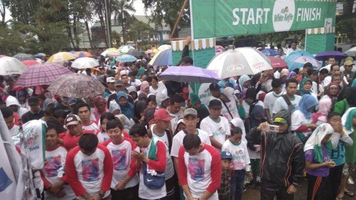 Hujan Gerimis, Ribuan Peserta Antusias Ikuti Jalan Sehat Tribun Jambi Bersama Luwak White Koffie