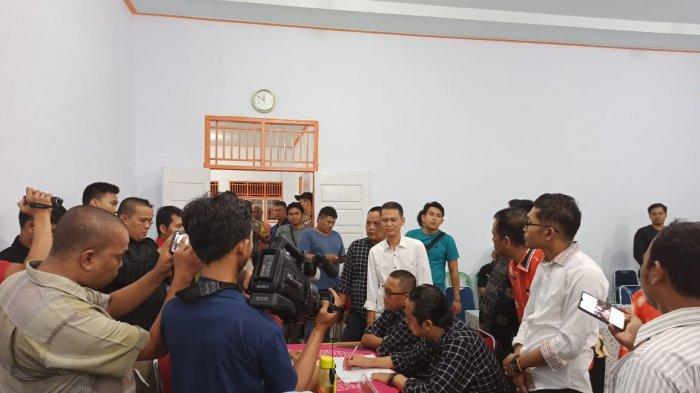Calon Perseorangan Ditolak, Hendri-Ismail Tanggapi Keputusan KPU Bungo: Kami Sangat Sedih dan Haru