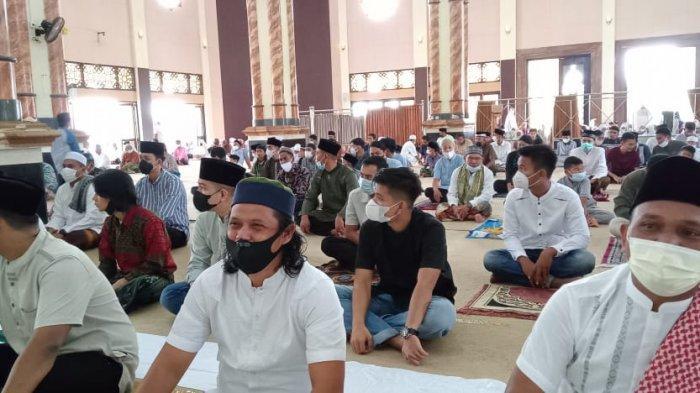 Warga Sarolangun Antusias Jalankan Shalat Idul Fitri 1442 Hijriah di Masjid As-Sulton