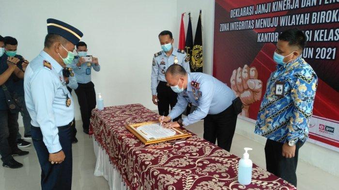 Penandatangan janji kinerja dan pencanangan pembangunan zona integritas menuju wilayah birokrasi bersih dan melayani