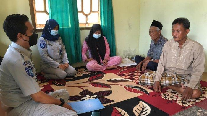 Jasa Raharja langsung menyerahkan santunan kepada keluarga korban kecelakaan yang terjadi di Singkut, Sarolangun pada Minggu lalu (16/5)