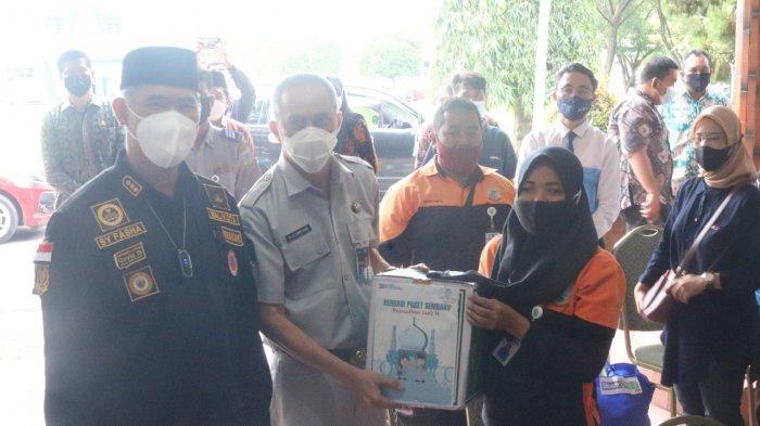 Jasa Raharja Kembali Berikan Bantuan Tanggung Jawab Sosial dan Lingkungan 100 Paket Sembako