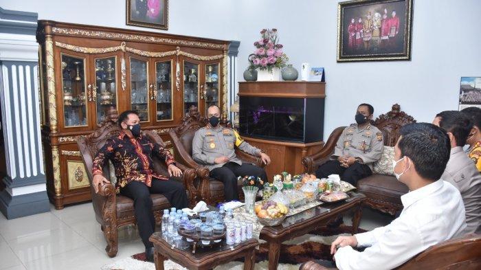 Jelang Hari Bhayangkara ke 75, Kepala Kepolisian Daerah (Kapolda) Jambi Irjen Pol A. Rachmad Wibowo, SIk melakukan Anjangsana ke rumah Purnawirawan Polri.