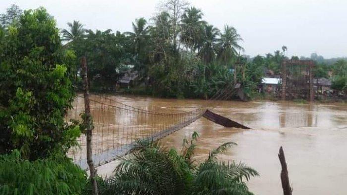BREAKING NEWS Jembatan Gantung di Desa Karang Birahi Merangin Putus, Warga Tempuh Desa Tetangga