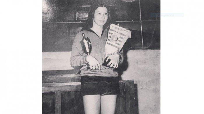 Siapa Sebenarnya Jenny Siswono, Mengapa Agnez Mo Memasang Foto Perempuan Cantik Ini