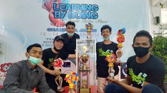 Komunitas Joypou Pets Juara Umum Kontes Ikan Cupang di Gramedia,Dapat Piala Bergilir Wawako Jambi