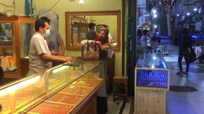Harga Emas Relatif Stabil, Namun Warga Banyak yang Jual di Pasar Kramat Tinggi Muara Bulian