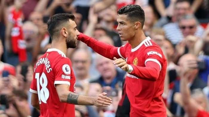 Ronaldo ikut merayakan gol yang dicetak Bruno Fernandes saat MU vs Newcastle yang berakhir dengan skor 4-1 untuk kemenangan Manchester United, Sabtu (11/9/2021). Ronaldo sudah mencetak 120 gol bersama Man United.